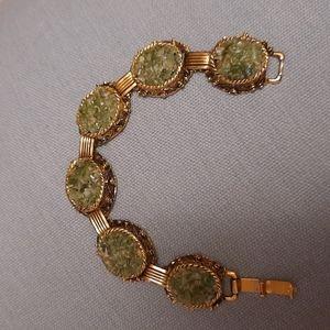 Gold tone green linked woman bracelet